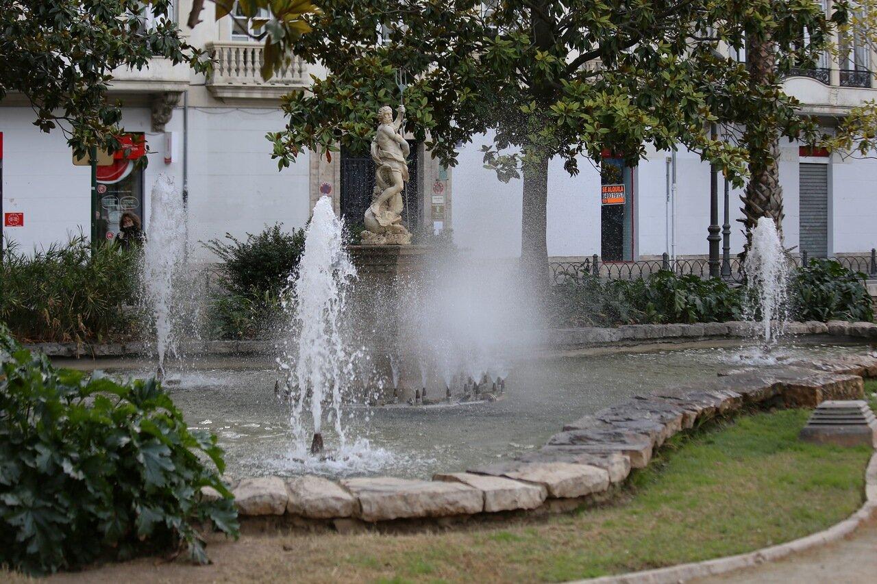 Valencia.  Валенсия. Plaza de Alfonso el Magnánimo. Сад Партер Фонтан Нептуна  (Fuente de Neotuno)