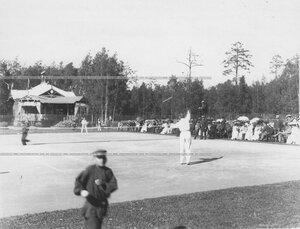 Состязания членов Крестовского Лаун-теннис клуба на площадке