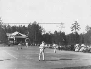 Парная игра теннисистов  на площадке Крестовского Лаун-теннис клуба