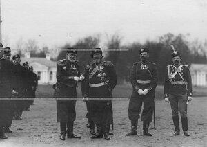 Группа генералов и офицеров на параде  1-ого стрелкового  батальона .