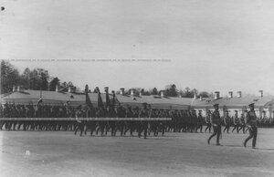 Знамена полка и рота его величества во время парада полка.