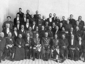 Группа сотрудников тюрьмы с генералами и чиновниками Министерства внутренних дел.