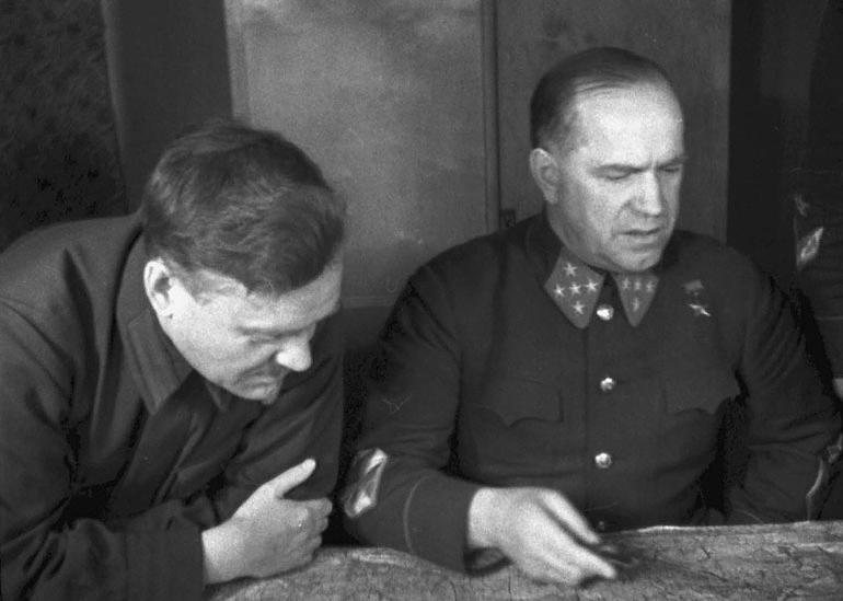 1-Ком. Западным фр. ген. армии Жуков Г.К. и Булганин в дни обороны Москвы.jpg
