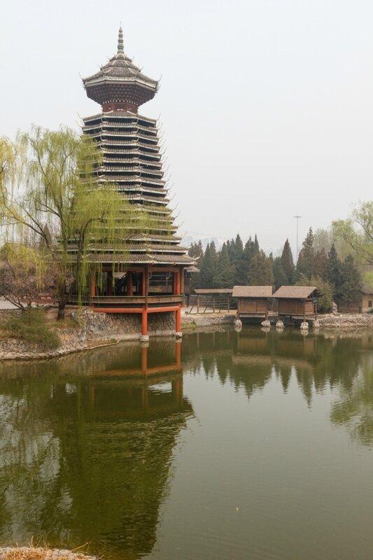 Барабанная башня в парке народности дун, Парк национальностей, Пекин