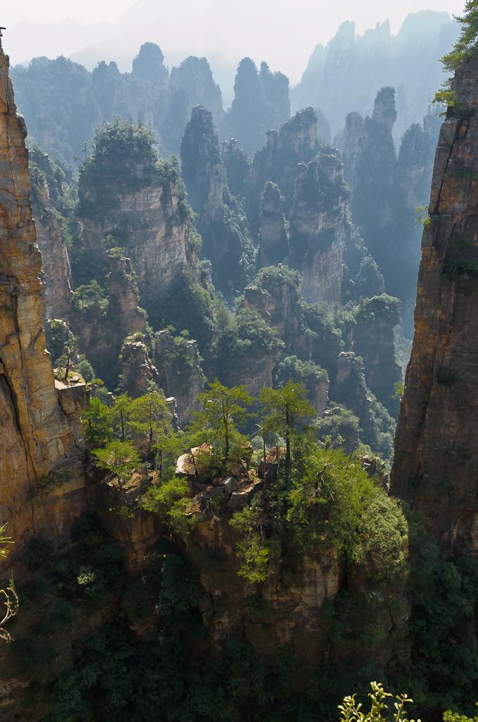Фото 1. Отдых в Китае. Вот такие виды открываются со смотровой площадки Shentang Gulf в парке Чжанцзяцзе. Снято на камеру Nikon D5100.