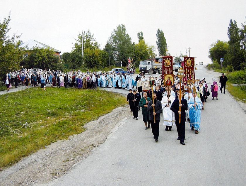 Крестный ход в праздник Елецкой иконы Божией Матери. Фото 2006 г.