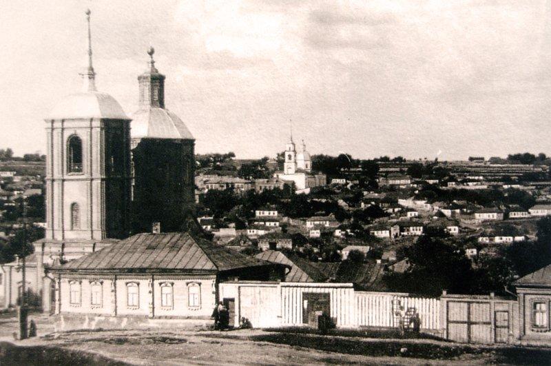 Вид на Введенскую церковь (слева) и Аргамачью слободу