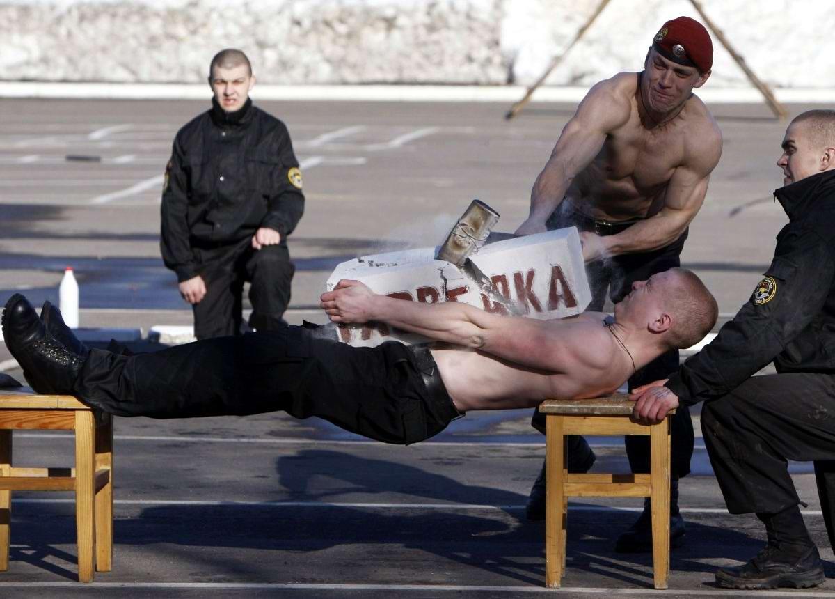 На учебном поле брани: Картинки из жизни бойцов различных спецназов (22)