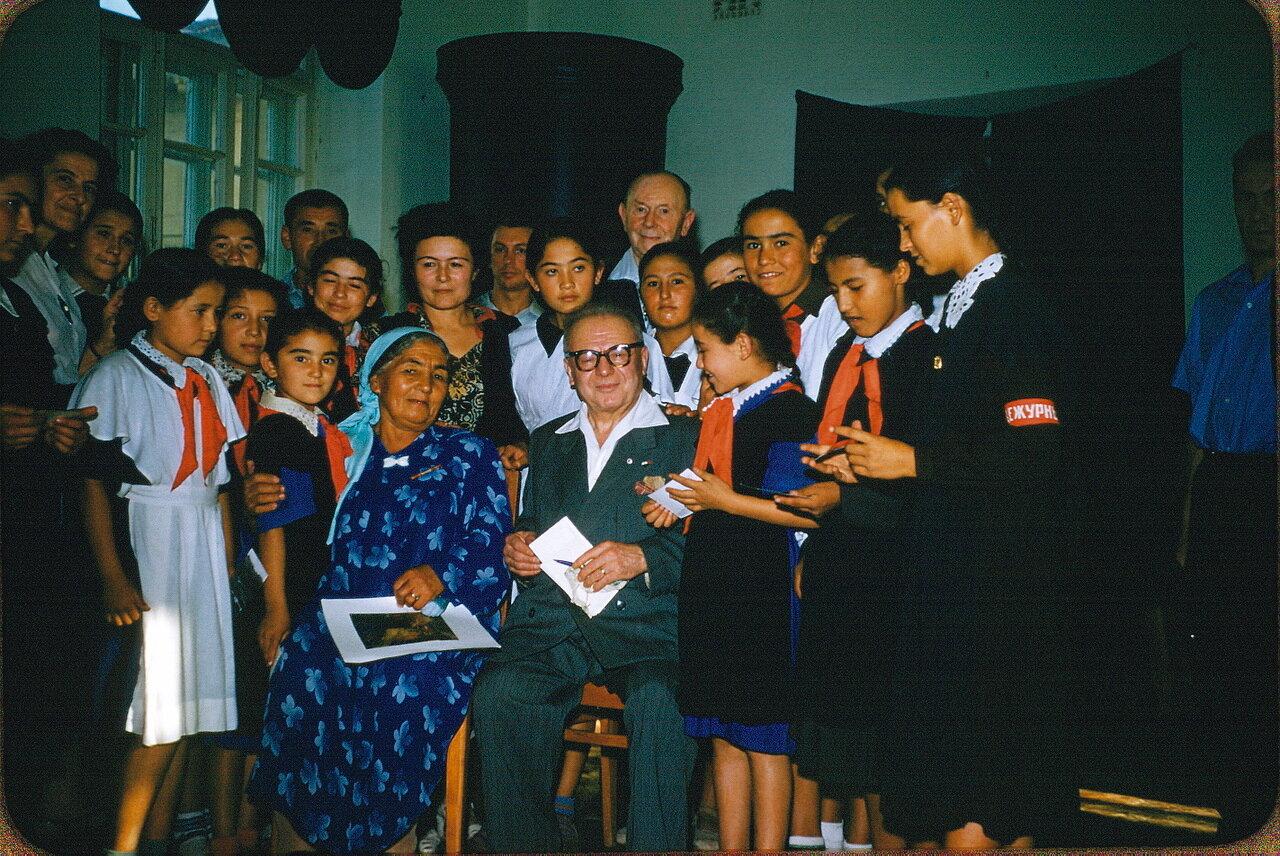 Ташкент. Французская делегация в школе