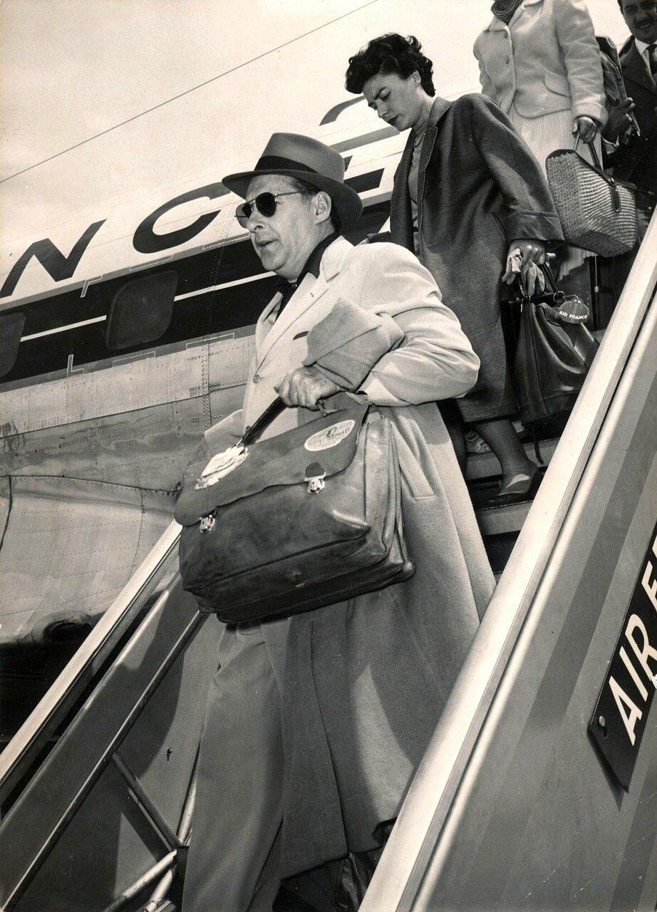 1959, Роберто Росселини прилетел в Рим