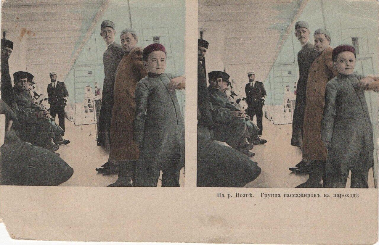 Группа пассажиров на пароходе
