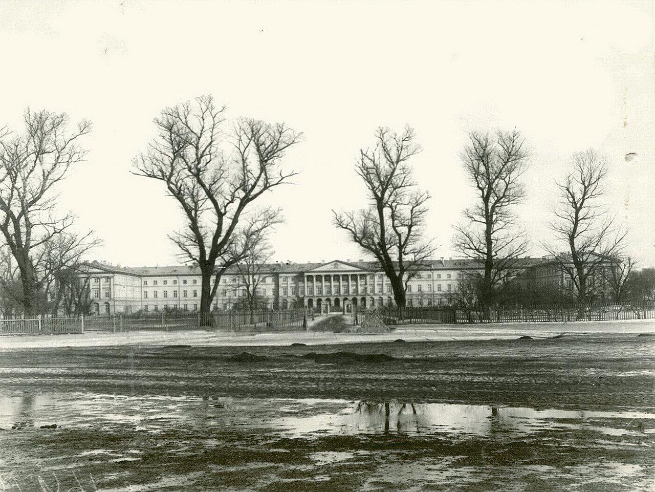 02. Общий вид фасада Смольного института