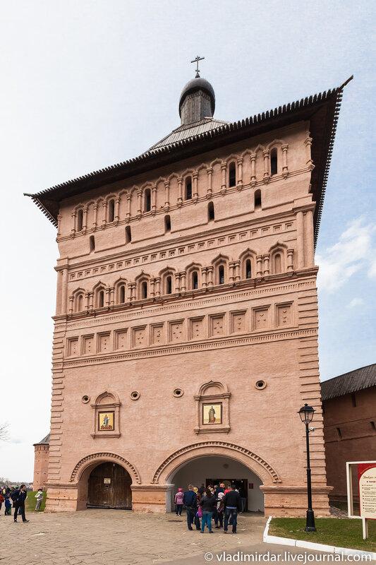 Главная проездная башня в Спасо-Евфимиевом монастыре в Суздале (конец XVII в.)