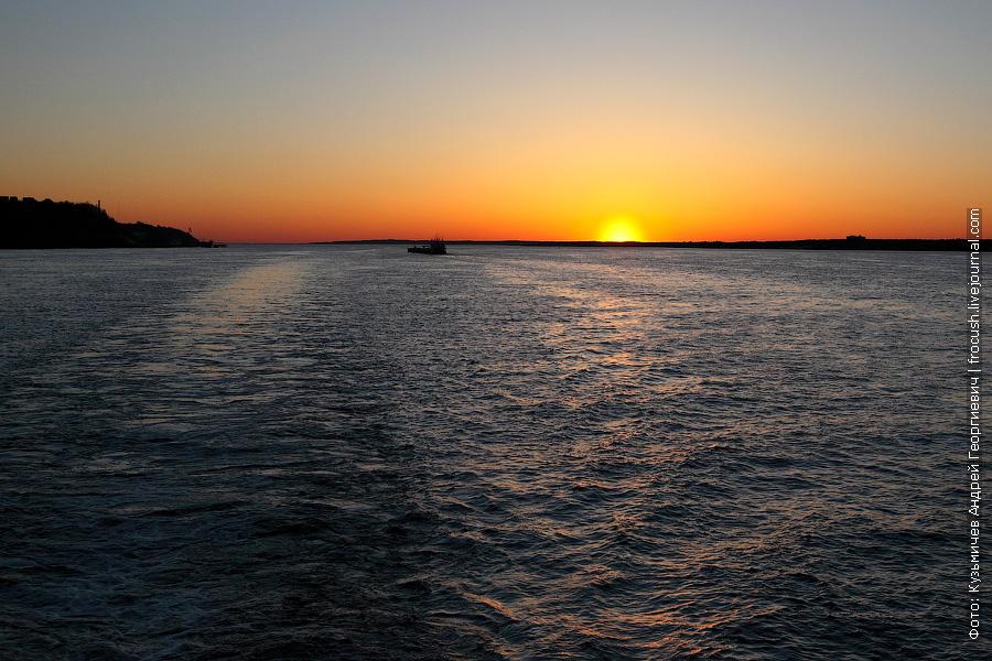 Чебоксарское водохранилище на закате