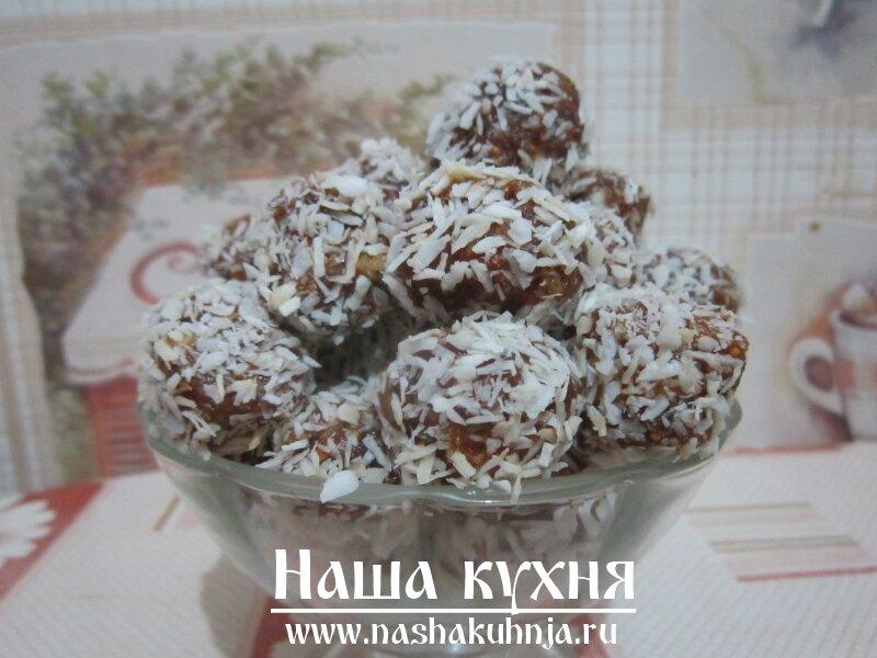 Kонфеты из орехов, фиников, инжира и имбиря