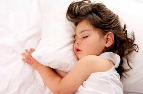 Несоблюдение режима сна влияет на поведение ребенка