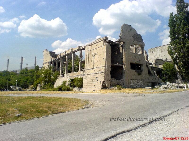 Мемориал Разрушенный Дворец Культуры цементников, Новороссийск