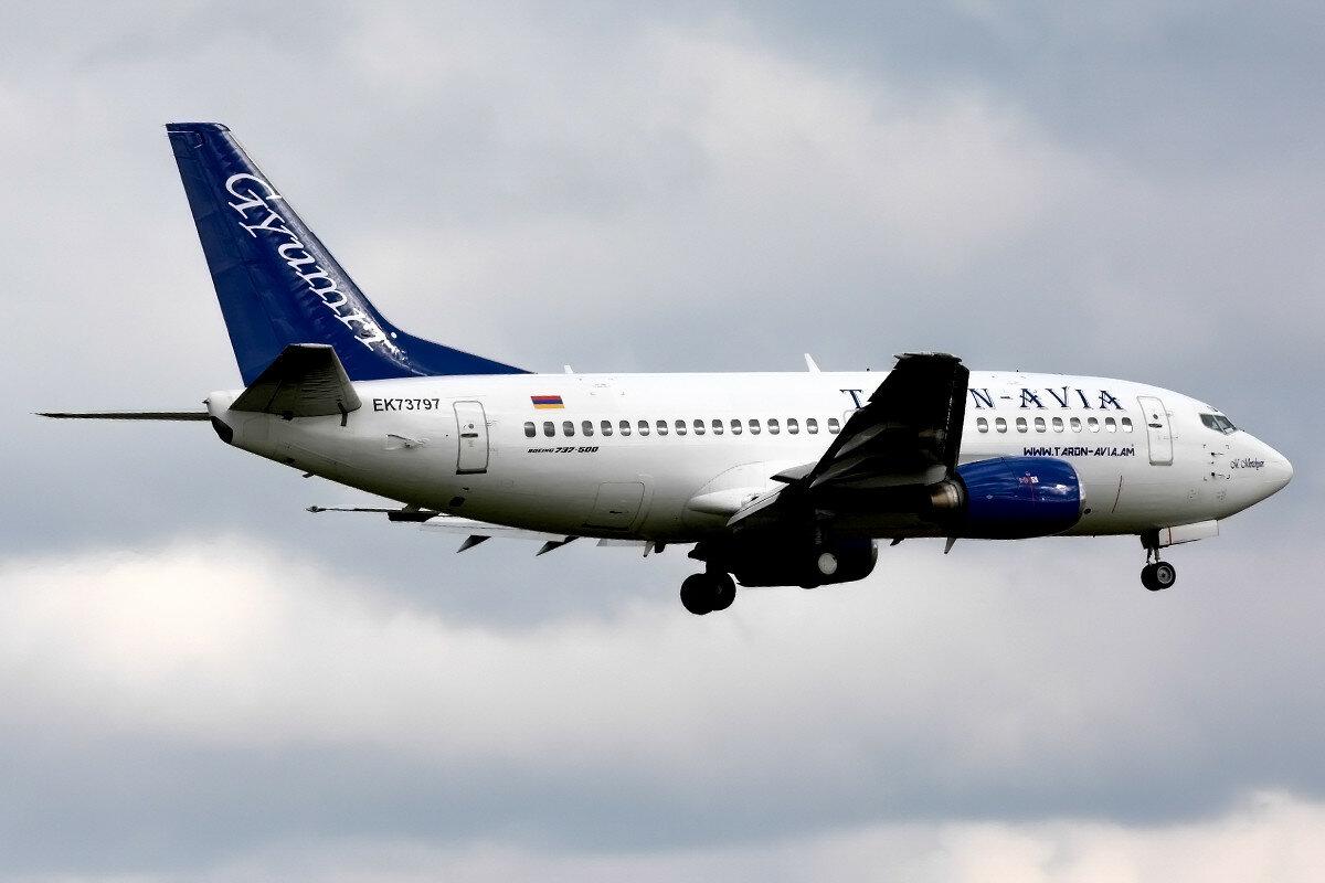 Boeing 737-505. Taron Avia. EK73797.