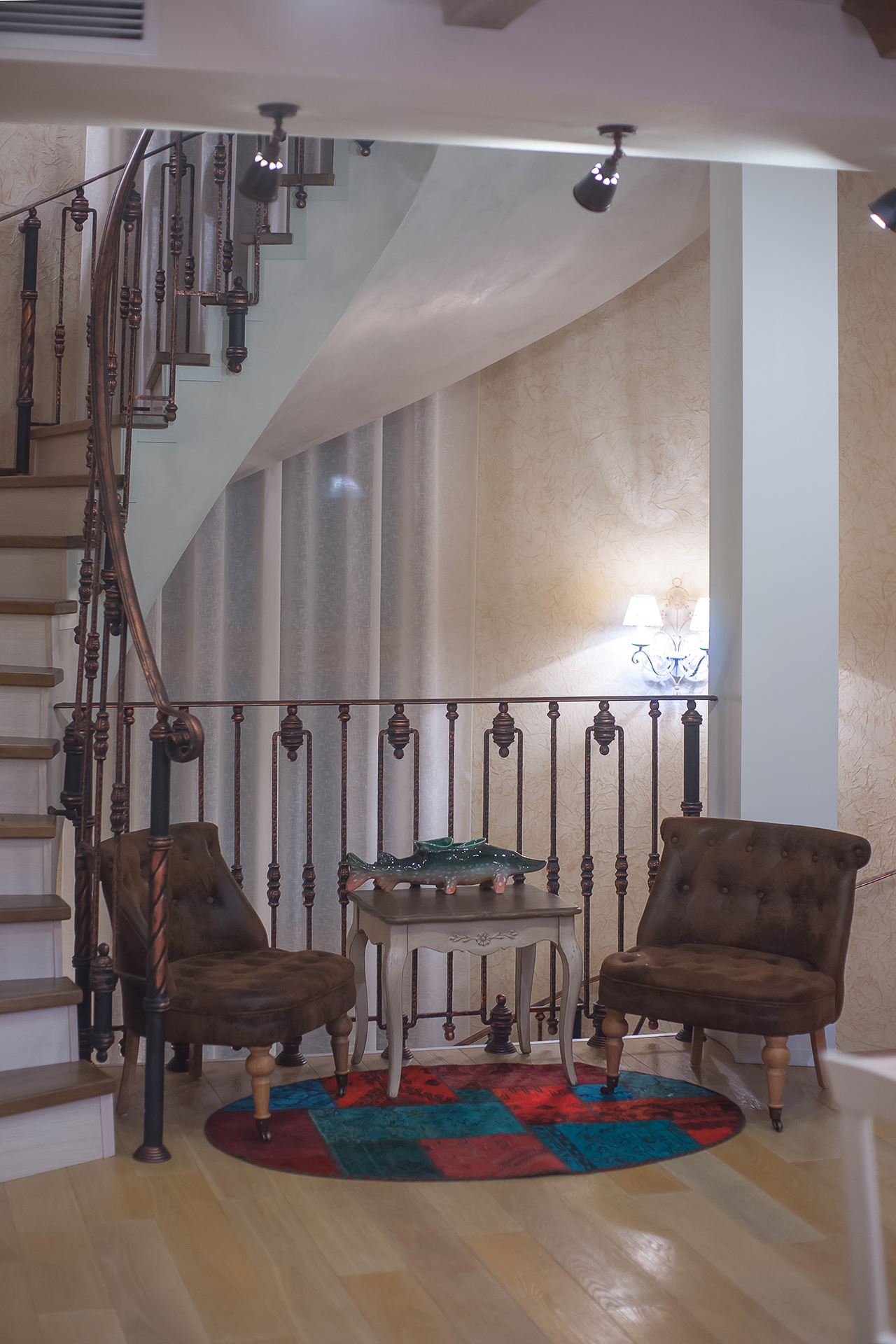 интересный дом. фотосъемка интерьера гостиной комнаты