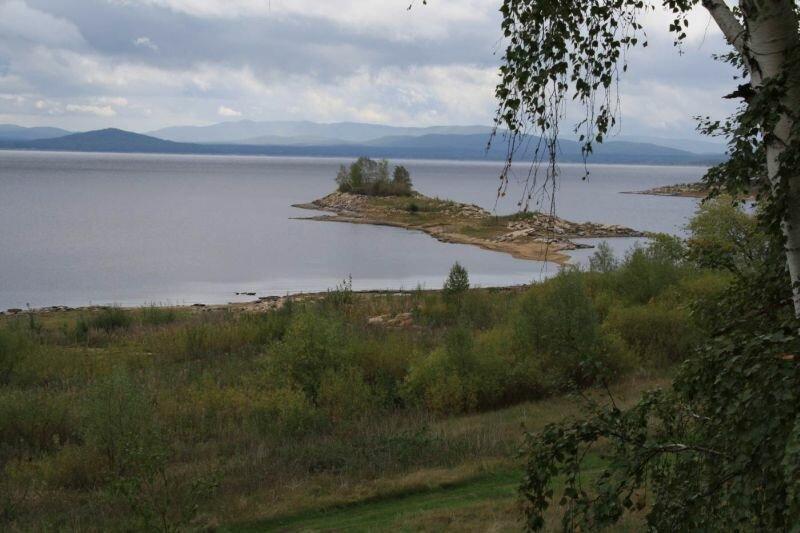 Видны пейзажи гор на соседнем берегу (30.05.2013)