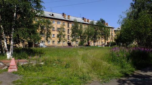 Фото города Инта №5157  Южная сторона Гагарина 7 16.07.2013_12:25