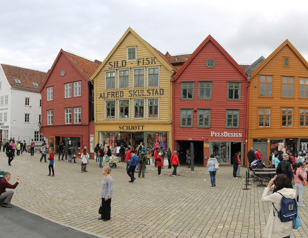 Берген. Набережная Бригген. Bergen, Bryggen waterfront.