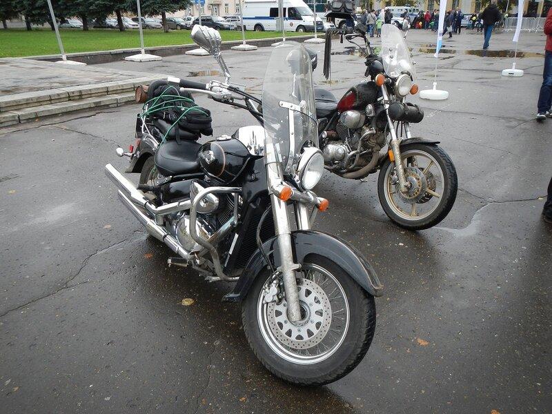 Suzuki Volusta и Yamaha Virago на Театральной площади в Кирове Dscn4636
