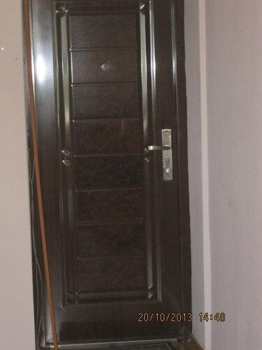 В дверной проём тянутся провода. Решил их спрятать в кабель-канал