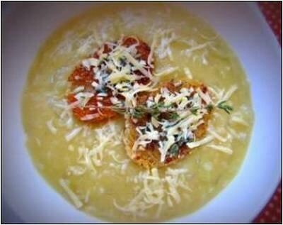 Луковый суп с гренками