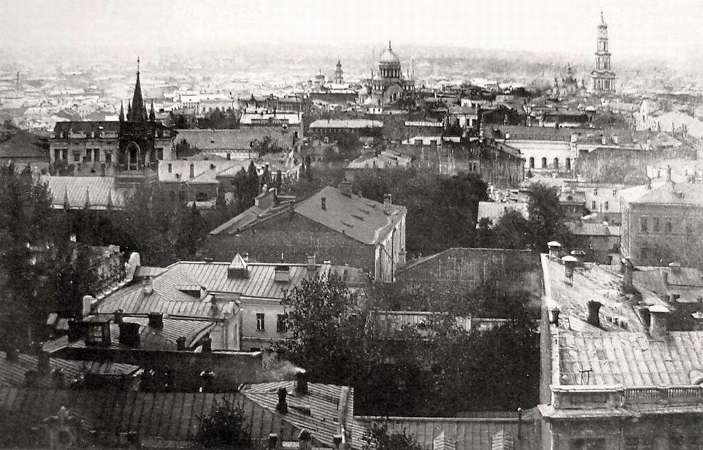 Вид с колокольни Мироносицкой церкви.