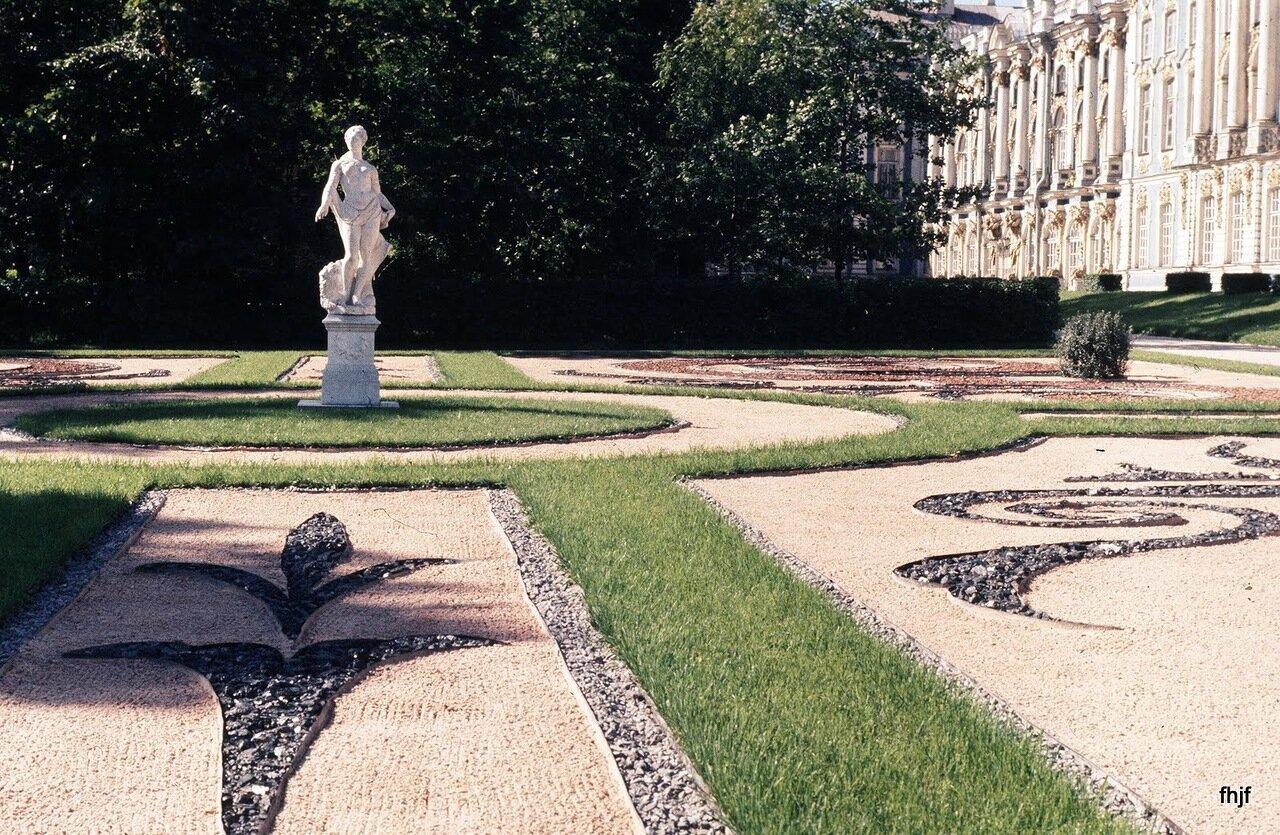 stone gardents and statue - ektachorme