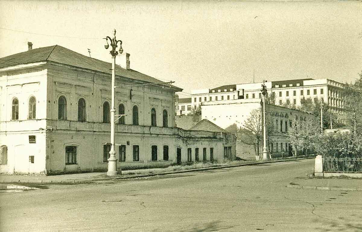Комсомольский проспект, западная сторона №2