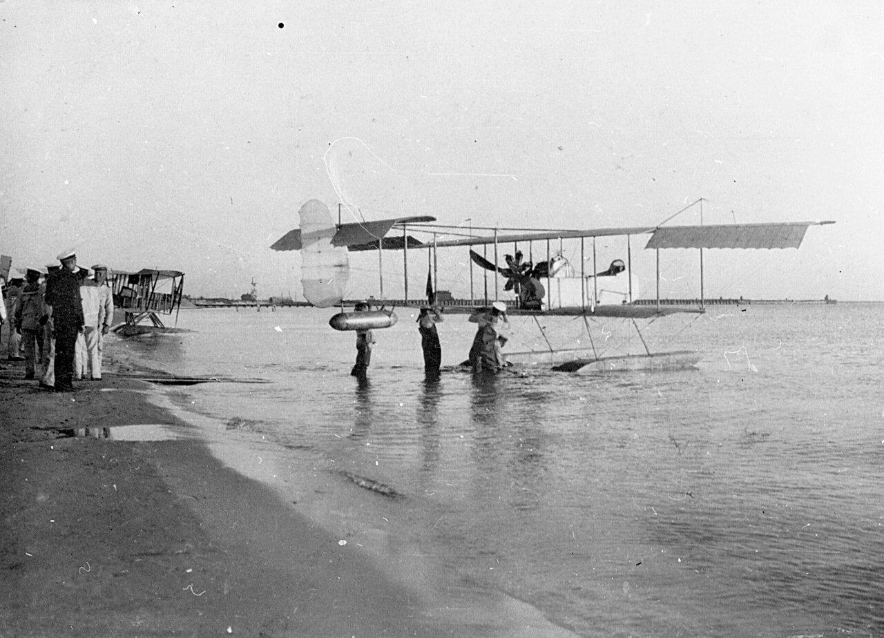 1913. «Фарман-16». 1-й гидроавиаотряд в Гребном порту Санкт-Петербурга
