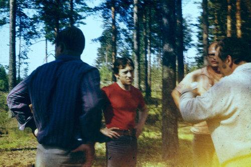 Владимир Высоцкий на «Лесном концерте» под Сосново на озере Лампушка Ленинградской области. Фото 1 июля 1972 года
