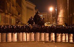 В Киев начали свозить внутренние войска из Симферополя