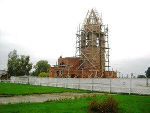 Строительство храма в селе Рябчи продолжается.