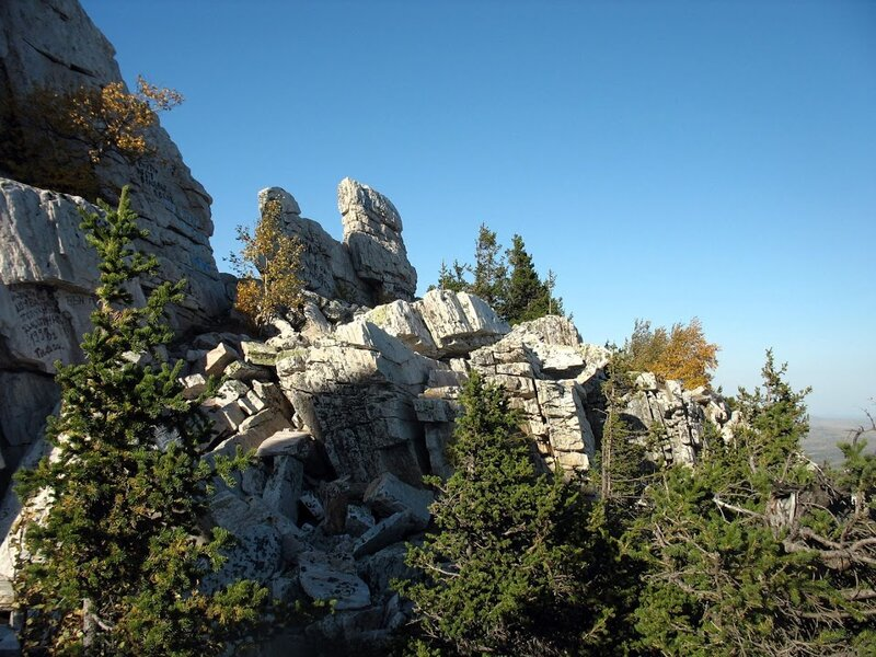 На вершине Юрмы можно полазить по скалам (10.06.2013)