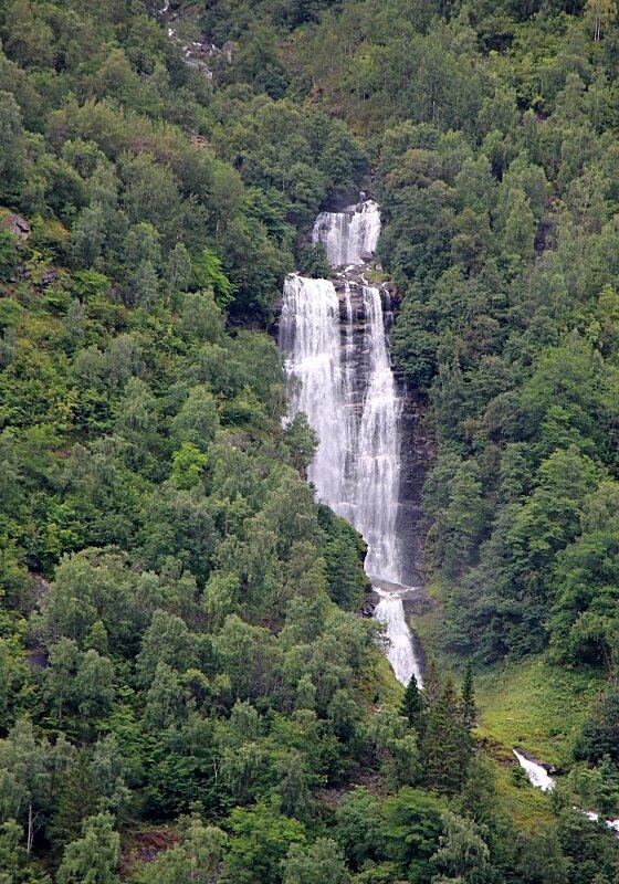 Гейрангерфьорд, Водопады