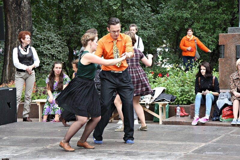 Танцы на бульваре