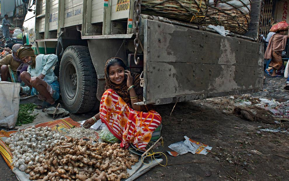 4. Поощрительный приз. Женщины чинят рыболовные сети, Вьетнам. (Фото Loc Mai):