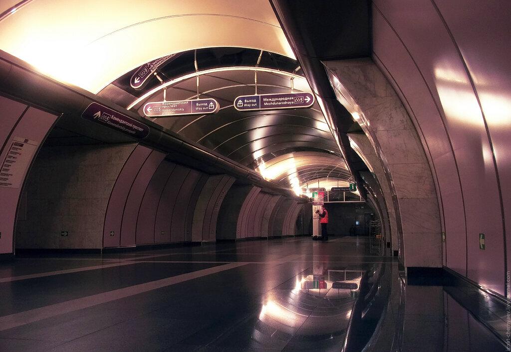 Волковская станция метро