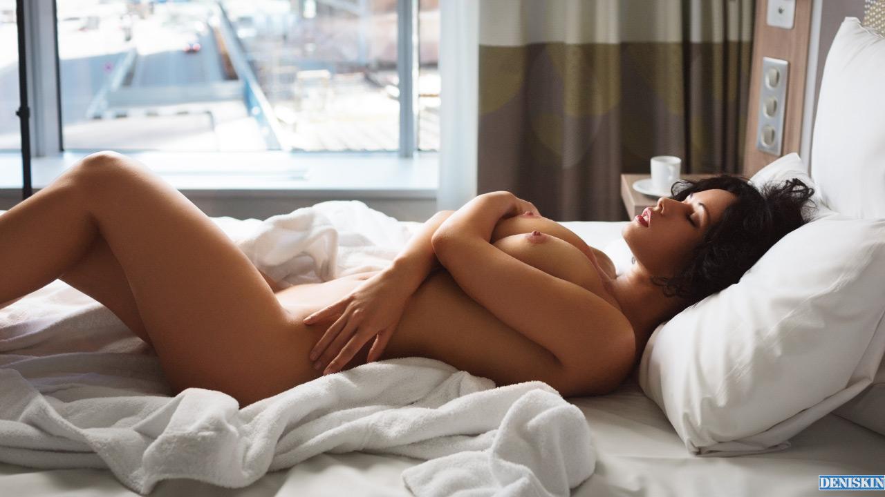 красивый эротический клип пробужлкния