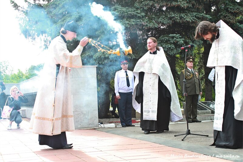 Церемония возложения венков и цветов к мемориалу защитникам Отечества, Саратов, Воскресенское кладбище, 22 июня 2013 года