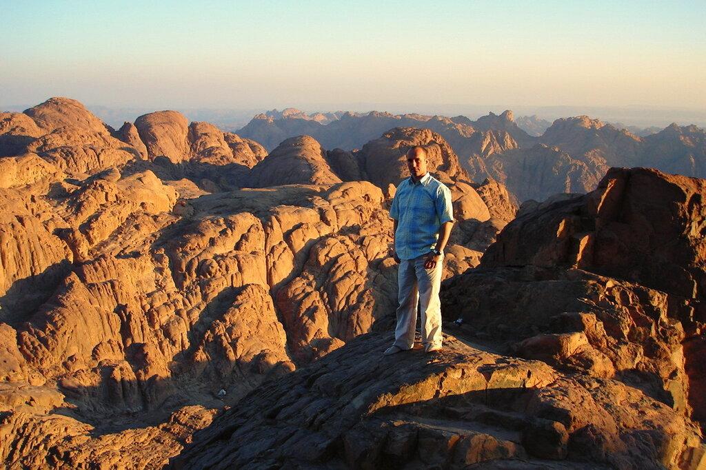 Фото 6. По-арабски гора Моисея называется Джабал-Муса, на иврите - Хар-Синай или Хорив. Здесь Моисей получил 10 заповедей. Утро в египетских горах