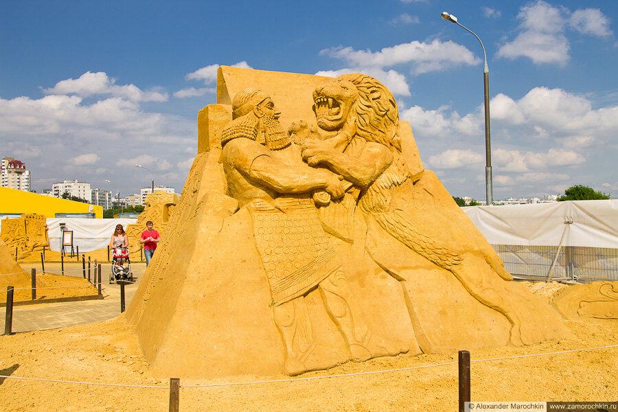 """""""Ассирия"""" - песчаная скульптура в Коломенском"""