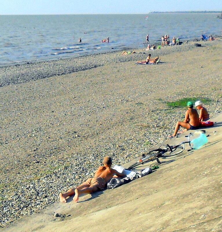 На пляже, лето