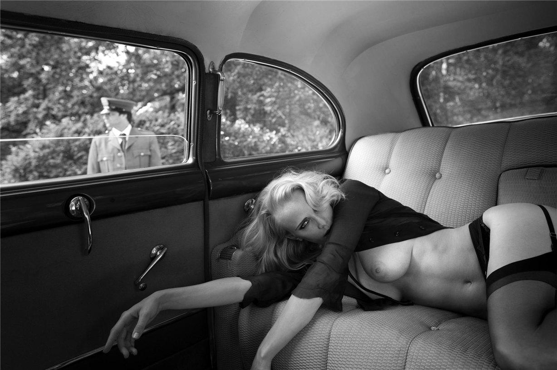 Hiding / photo by Marc Lagrange