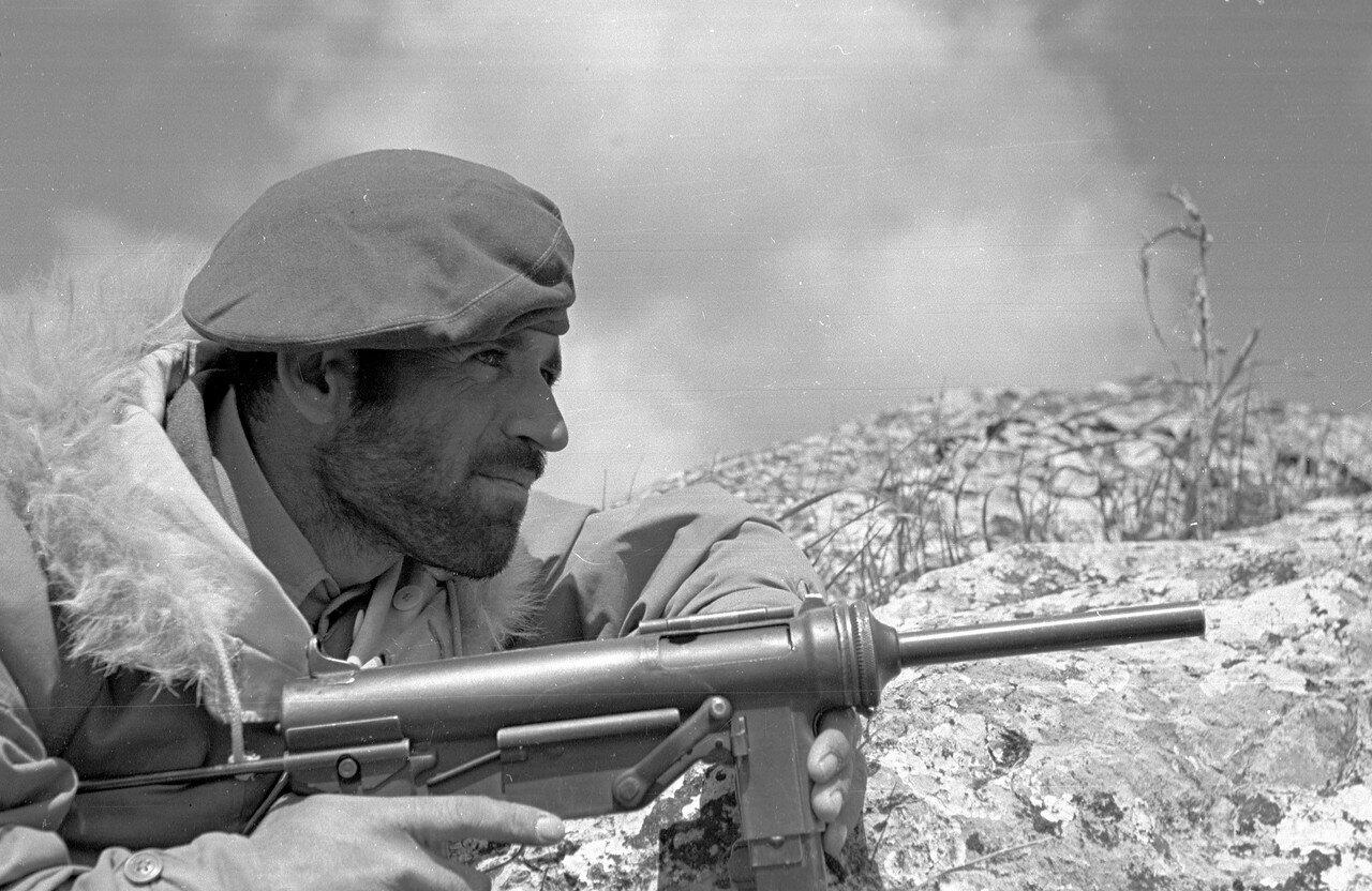 1948. Греческий солдат спецназа в американской военной куртке