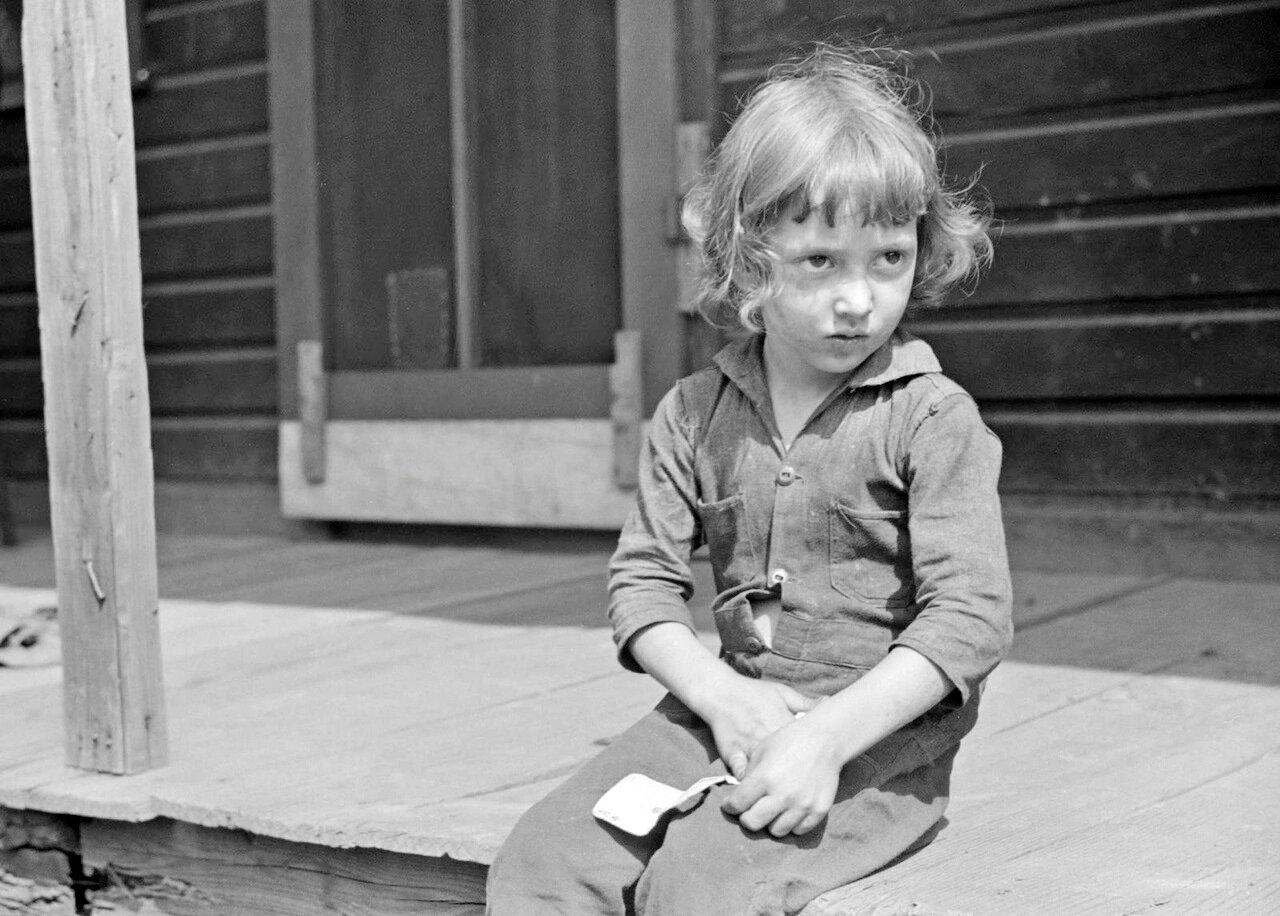 Ребенок шахтеров, Йере, Скотс Ран, Западная Вирджиния, 1938