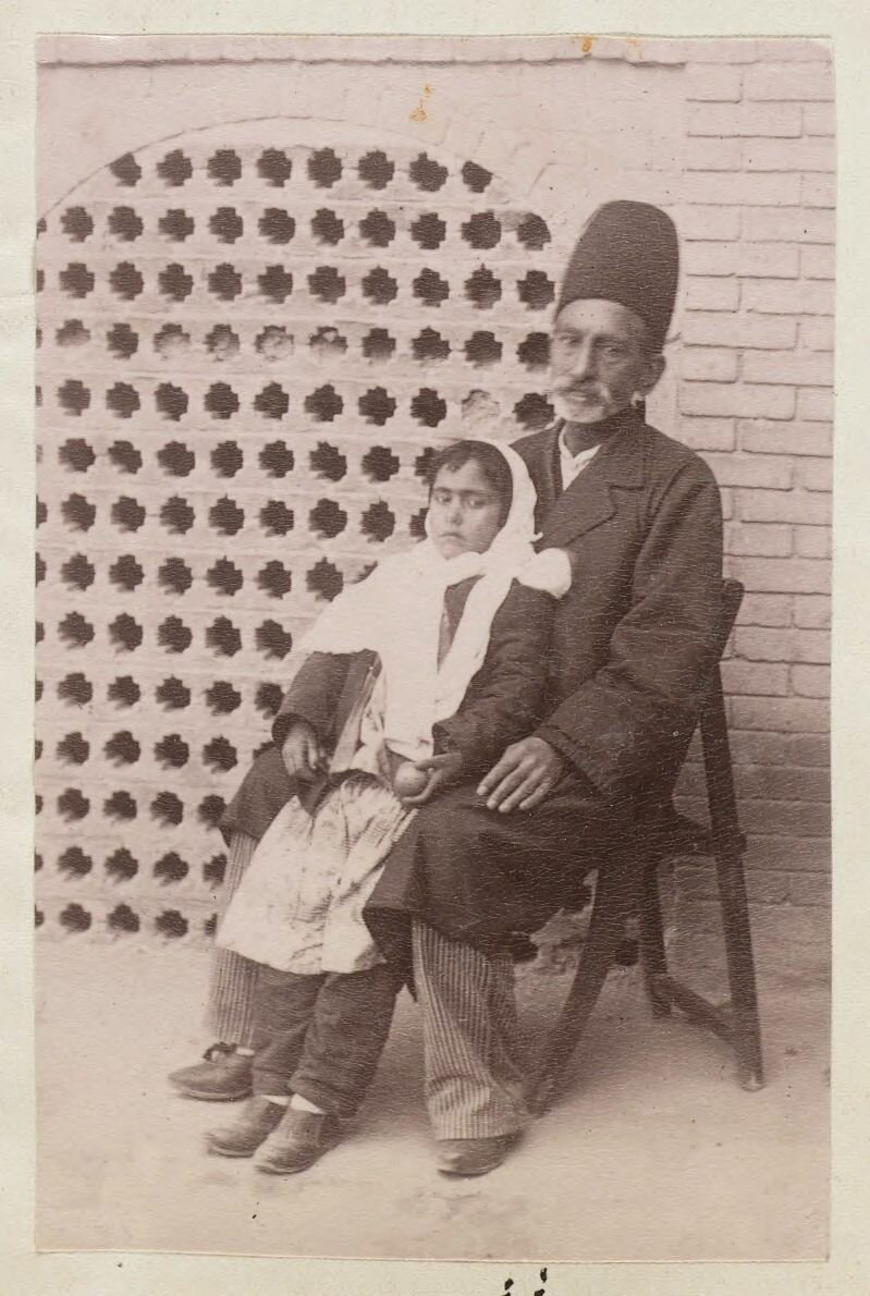 Мужчина со дочерью